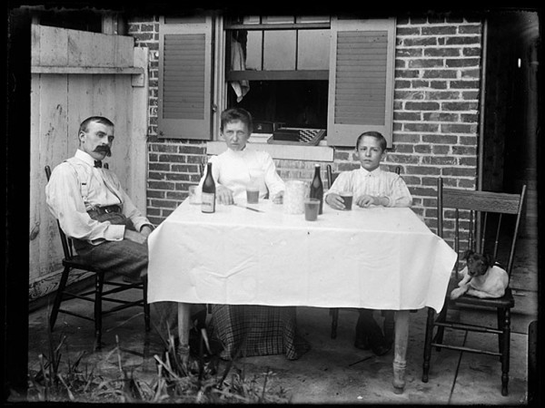 Dubas family backyard picnic, Baltimore, 1905. Photo: Maryland Historical Society